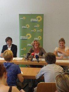 Da lachen wir drei bei der Pressekonferenz: Sebastian Weisenburger, Sabine Nallinger und ich