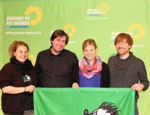 Die VotenträgerInnen der Grünen Jugend Bayern: Sina Doughan, Stefan Christoph, Karl Bär und ich