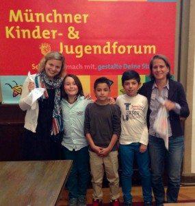 Mit den Antragstellern der Fromundschule München und Sabine Krieger, Grüne Stadträtiin