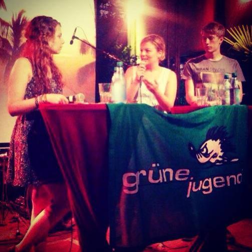 Jamilia Schäfer, Katharina Schulze und Dominik Krause bei der Diskussion