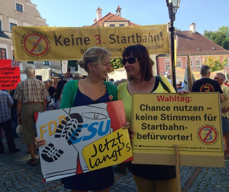 Stadt und Land - Hand in Hand, zusammen mit Helga Stieglmeier auf der Demo