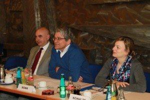 Die Landtagsabgeordneten Jürgen Mistol, Sepp Dürr und Katharina Schulze beim IfZ-Besuch