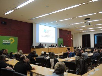 Abschlussdiskussion mit allen Inputgebern im Landtag