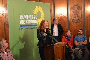 Margarete Bause begrüßt das Publikum zu unserer Veranstaltung zum Freihandelsabkommen TTIP