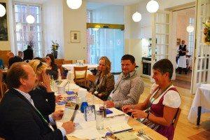 Beginn mit einem gemeinsamen Mittagessen der Besuchergruppe