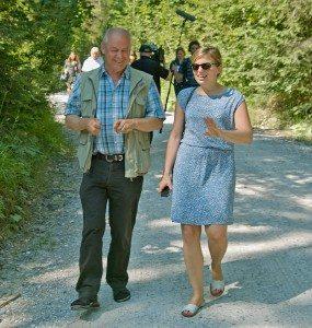 Katharina Schulze, MdL und Axel Döring vom Bund Naturschutz 2014 bei der Ortsbegehung von Schloss Elmau