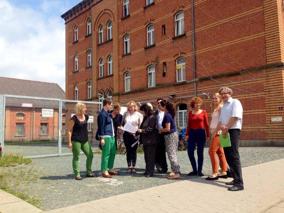 """Besuch der Gemeinschaftsunterkunft in Bayreuth von MdL Ulrike Gote und MdL Katharina Schulze zusammen mit der Caritas und der Initiative """"Bunt statt Braun – gemeinsam stark für Flüchtlinge"""""""