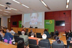 Zur Veranstaltung mit Katharina Schulze konnte Konstantin von Motz nur via Skype erscheinen
