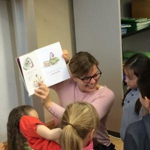 Katharina Schulze beim Vorlesen