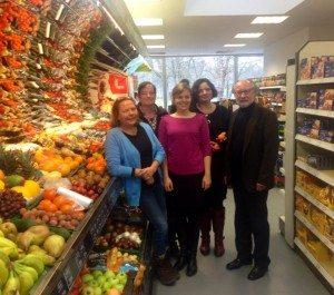Beate Walter-Rosenheimer und Katharina Schulze besuchen das Ausbildungsprojekt am Harthof