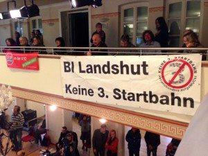 Viele Ehrenamtliche engagieren sich in Landshut gegen die Dritte Startbahn – und haben dies am politischen Aschermittwoch der Grünen auch gezeigt!