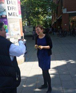 Katharina Schulze wirbt auf dem Rotkreuzplatz für Verbraucherschutz