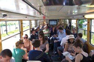 Gute Stimmung in der Zugspitzbahn auf dem Weg zur grünen Pressekonferenz