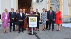 Das Landtagspräsidium mit grüner Vizepräsidentin Ulrike Gote (3.v.r.) | © Rolf Poss, Bildarchiv Bayerischer Landtag