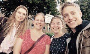 Michaela Sieber und Noemi Sebök-Polyfka vom Jugendrotkreuz trafen Katharina Schulze und Dominik Krause