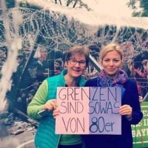 Ulrike Gote und Katharina Schulze protestieren gegen Orbáns Flüchtlingspolitik