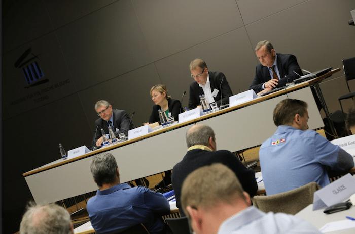 """Moderator Hermann Benker, Katharina Schulze, Dr. Gero Kellermann von der Polizeigewerkschaft DPolG und Manfred Ländner (CSU) bei der Diskussion """"Neue Schlagbäume statt Schengen?"""""""