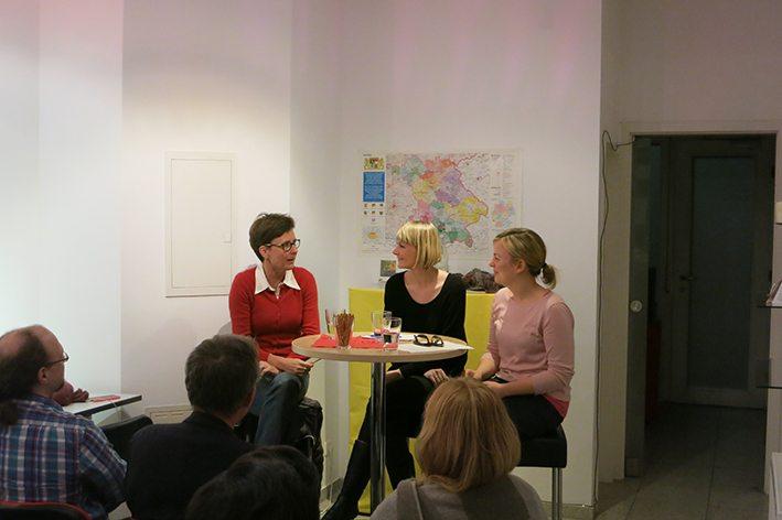 Isabell Zacharias, Nicole Gohlke und Katharina Schulze in der Diskussion