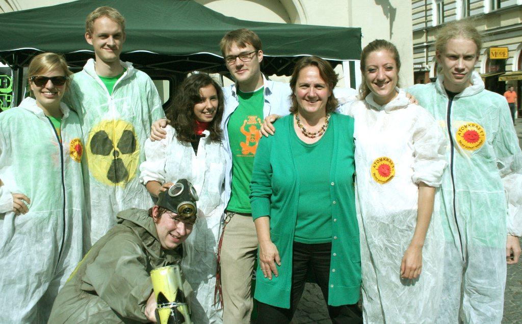 2009 im Landtagswahlkampf: Protest gegen den Ausstieg vom Atomausstieg mit der Grünen Landesvorsitzenden Theresa Schopper