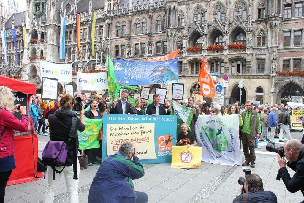 <p>Nach dem Bürgerentscheid lassen wir auch 2015 nicht locker. Wir wollen, dass die GroKo im Münchner Rathaus den Bürgerwillen weiterhin ernst nimmt.</p>