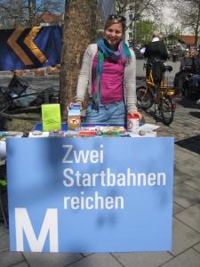 Katharina Schule am Infostand: Zwei Startbahnen reichen
