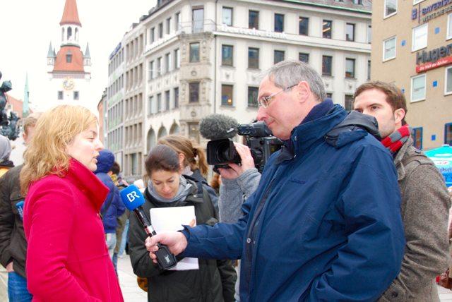 Katharina Schulze wird vom BR interviewt: Warum sind die Münchner gegen die Dritte Startbahn?
