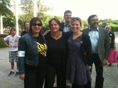 """""""Koa Dritte""""-Protest vor der bayerischen Staatskanzlei: Helga Stieglmeier, Theresa Schipper und Katharina Schulze"""