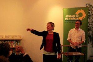 Katharina Schulze moderiert die zahlreichen Fragen an Frederik Obermaier