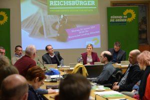 """Diskutierten mit dem Publikum über """"Reichsbürger"""": Stephan Kramer, Raimund Geiger, Katharina Schulze und Jan Rathje"""