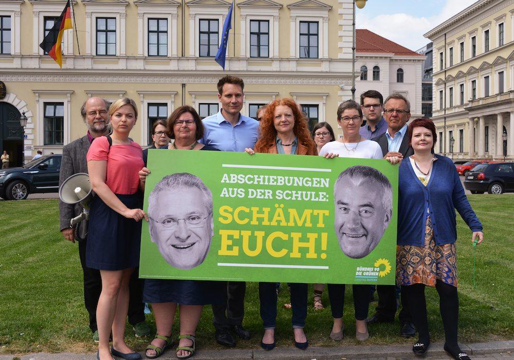 Protestaktion gegen die Abschiebung eines Nürnberger Berufsschülers aus seiner Schule