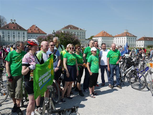 Viele Münchner Grünen trafen sich am Schloss Nymphenburg | Fotograf Adalbert Leuner