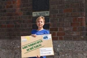 Katharina Schulze reicht die Klage beim Verfassungsgerichtshof ein.