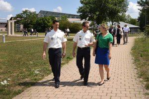 Polizeihauptkommissar Riedling, Leitender Polizeidirektor Härtl und MdL Katharina Schulze | Copyright: Bayerische Bereitschaftspolizei