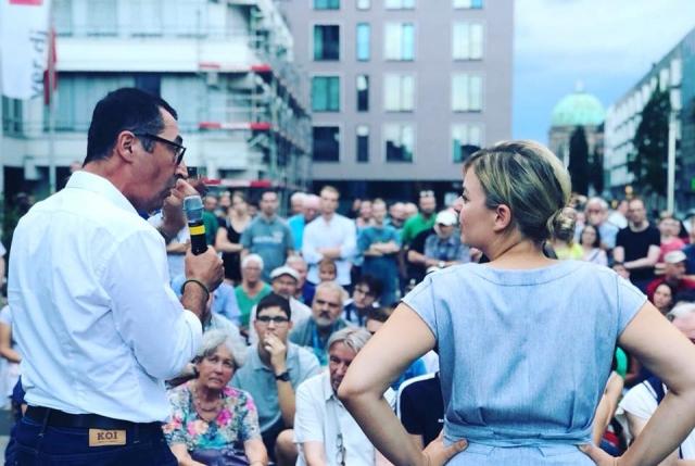 August: mit Cem Özdemir beim Straßenwahlkampf in Nürnberg