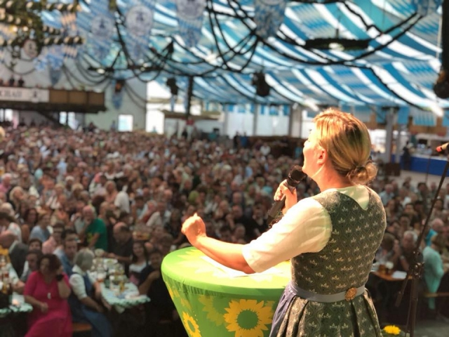 August: Motivierende Rede im Dachauer Festzelt