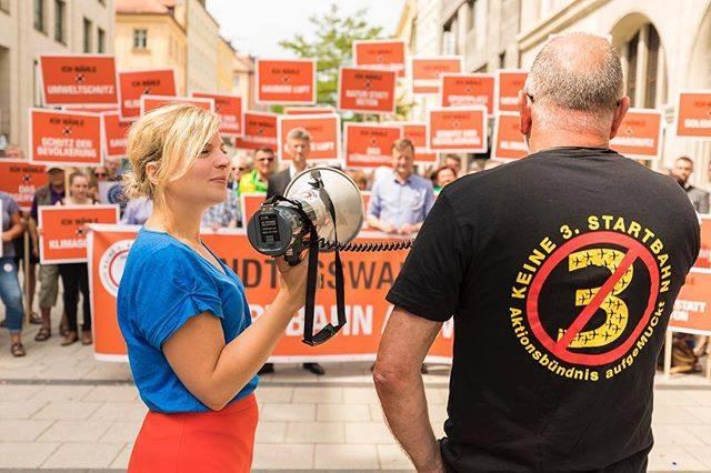 Juni: Am Jahrestag des Münchner Bürgerentscheids haben wir in München den Dritte-Startbahn-Protest erneuert!