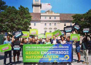 Juni: pro-europäische Demonstration mit den österreichischen Grünen in Linz.