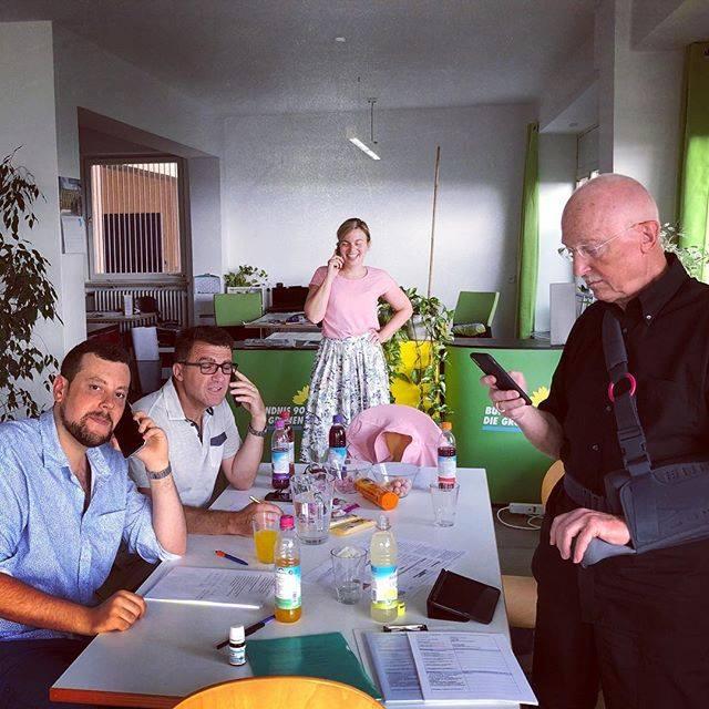 Mai 2018: Mein Stimmkreiskollege Deli Balidemaj und Master of Haustürwahlkampf Georg Nitsche und ich rufen mit Freiwilligen alle Grünen Mitglieder in meinem Stimmkreis an.