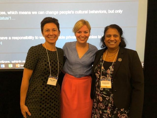 Mit den beiden Aktivistinnen Müge Finkel und Anupama Jain