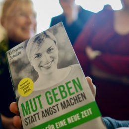 """""""Mut geben statt Angst machen"""": Mein erstes Buch erscheint"""