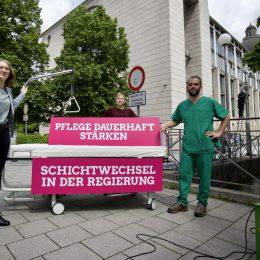 """Protestaktion: """"Schichtwechsel an der Regierung! Pflege dauerhaft stärken"""""""