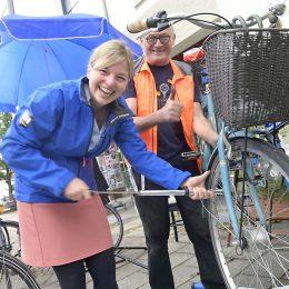 Katharina Schulze besucht Radl-Ambulanz in Unterhaching